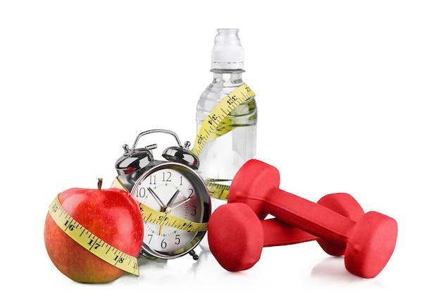 녹색 알람 시계, 사과, 물 한 병,