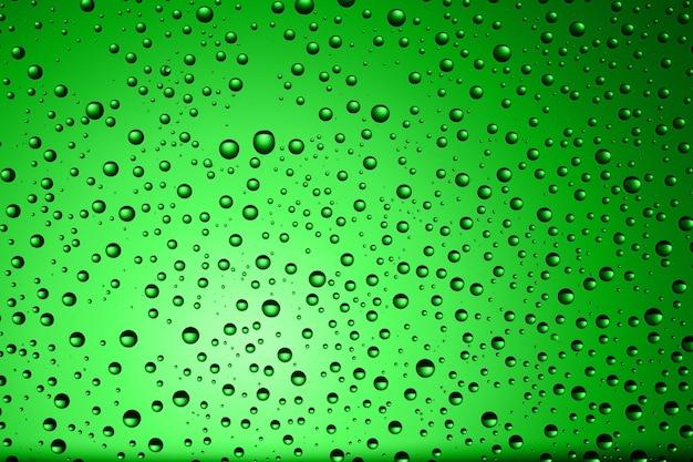 Зеленый и капли воды