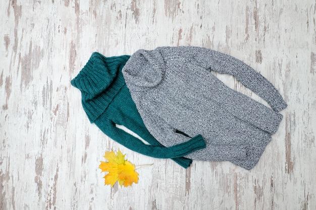 首付きの緑とグレーの暖かいセーター。ファッショナブルなコンセプト。