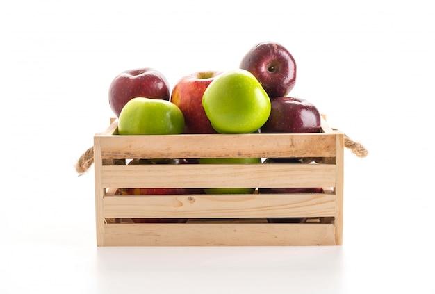 Зеленые и красные яблоки