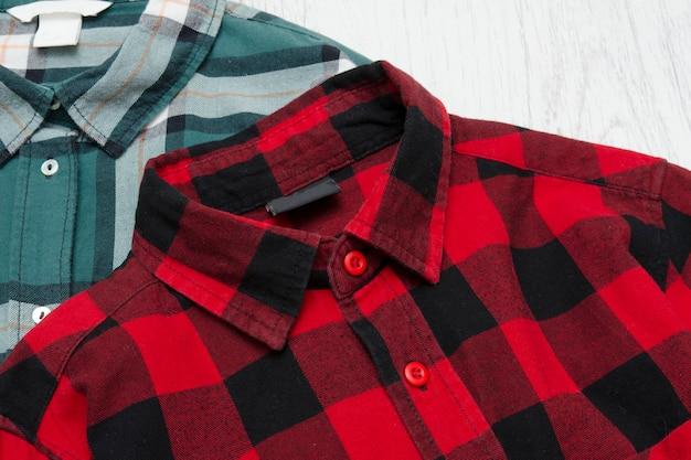 緑と赤のチェックシャツ。ファッショナブルなコンセプト