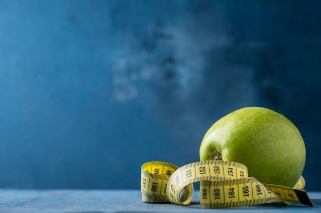 녹색 사과와 측정 탭
