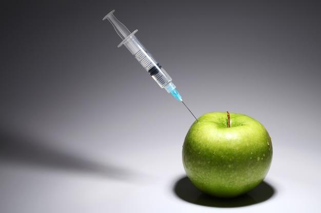 青リンゴと注射器