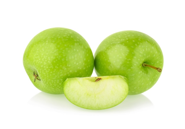 Зеленое яблоко, изолированные на белом фоне