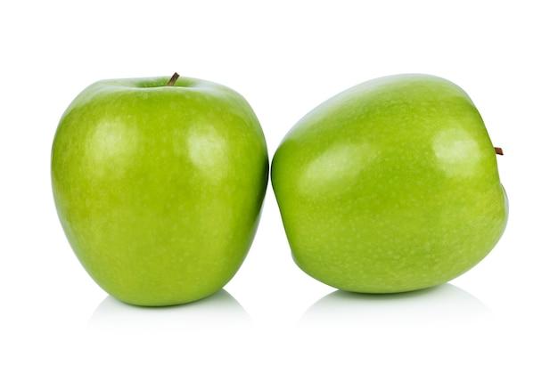 青リンゴ、白で隔離