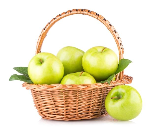かごの中の青リンゴ