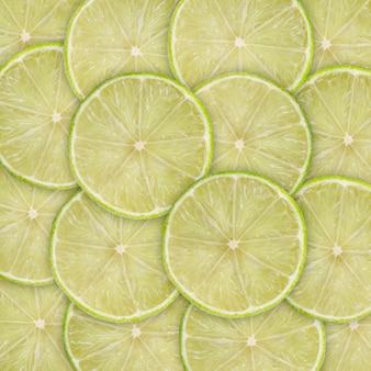 ライムスライスの柑橘系の果物と緑の背景