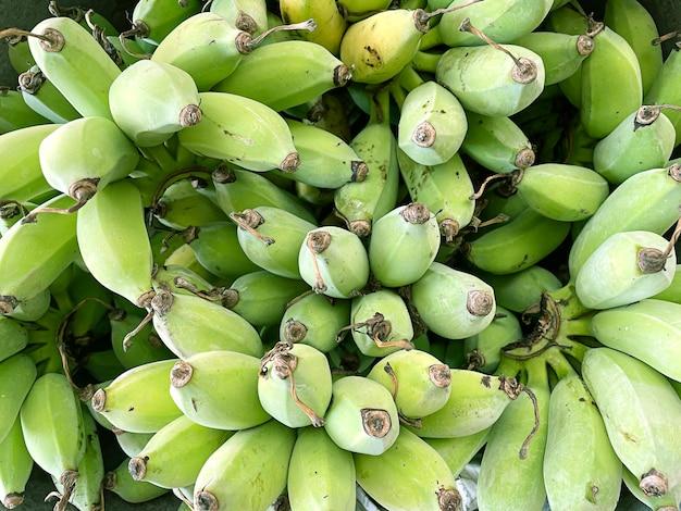 背景の緑のバナナのテクスチャ。