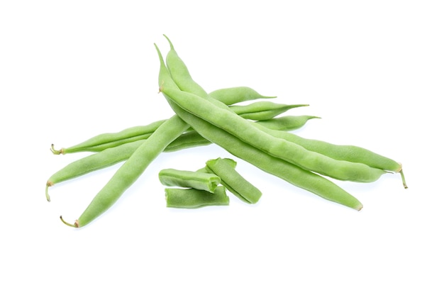 Зеленая фасоль, изолированные на белом.