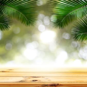 나무 테이블 제품 디스플레이가 있는 녹색 보케 조명 야자수