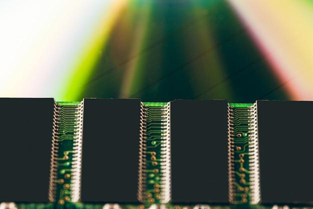 Зеленая плата компьютера крупным планом