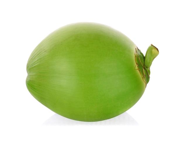 Зеленый кокос изолирован