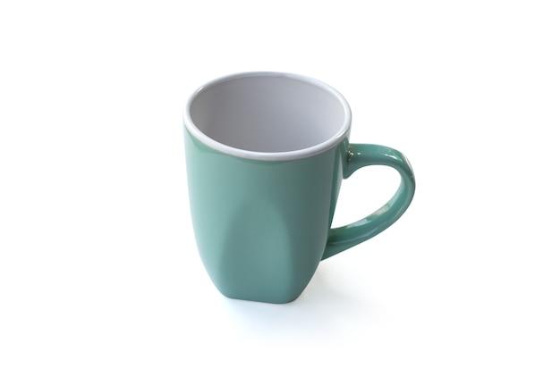 Зеленая кофейная чашка с простым дизайном, изолированные на белом фоне