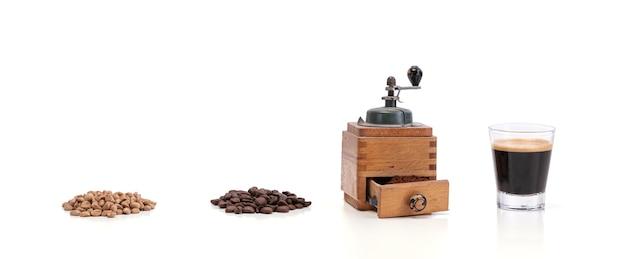 グリーンコーヒー、焙煎、グラインダーとエスプレッソで挽いた