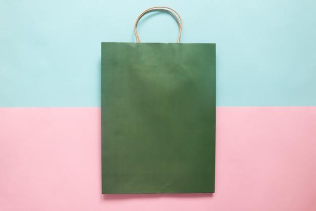 브랜딩 및 기업 정체성을위한 녹색 쇼핑백 모형