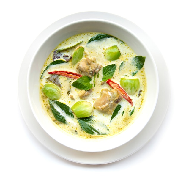 Green curry chicken with coconut milk (kaeng keiaw waan)