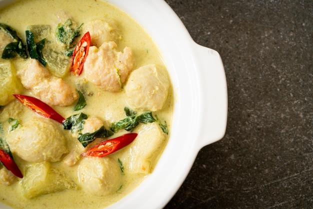 豚挽肉とミートボールのグリーンカレースープ
