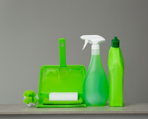 Green detergent bottle for toilet, spray bottle, brush, sponge, scoop and dust