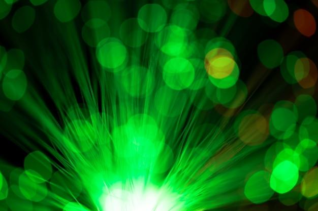 Пятна зеленой пыли от оптического волокна