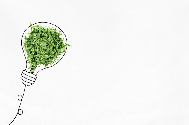 나무 리믹스 미디어와 녹색 에너지 절약 배경 전구