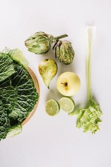 녹색 과일 및 야채 구성