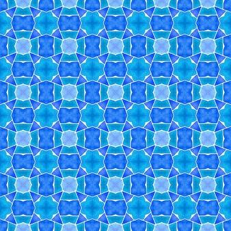 緑の幾何学的なシェブロン水彩ボーダー。ブルーグランドボホシックな夏のデザイン。シェブロン水彩パターン。テキスタイルレディアライブプリント、水着生地、壁紙、ラッピング。