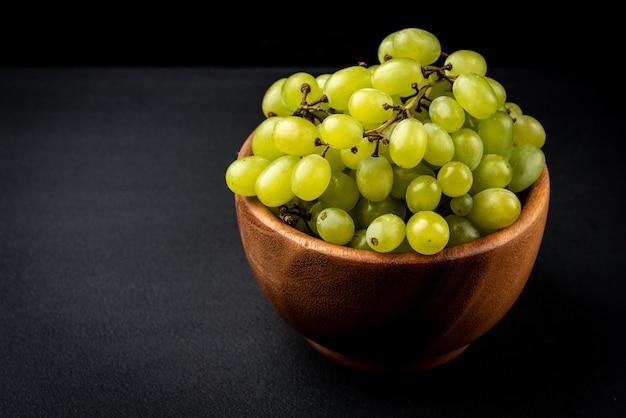Green grape in bowl