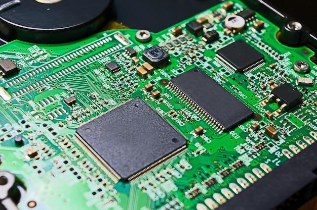 녹색 하드 드라이브 칩