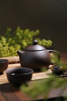 緑の健康的な生活は陶器を設定