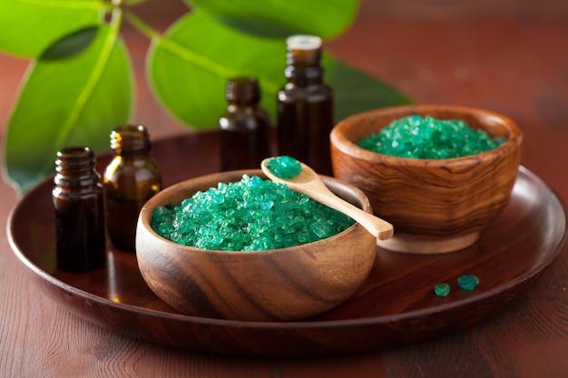 Зеленая травяная соль и эфирные масла для здоровой гидромассажной ванны