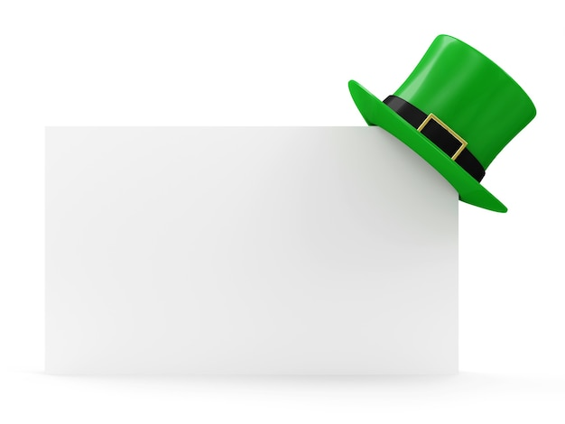 白で隔離の空白のボード上の伝統的なアイルランドの休日聖パトリックの日のための緑のレプラコーン帽子