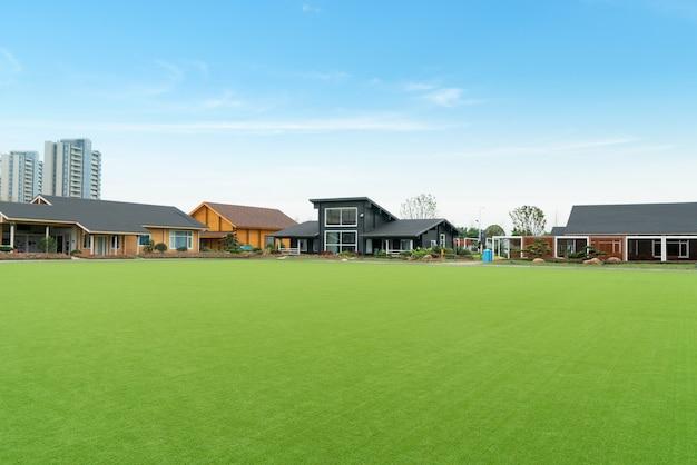 緑の生活、草原、遠い家