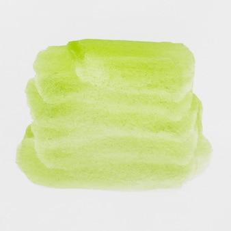 Зеленые жидкие брызги акварельной краски на белом фоне