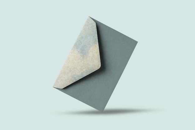 Зеленый мраморный конверт для свадебного приглашения