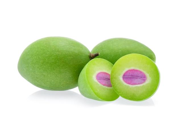 녹색 마리안 매화 또는 maprang 흰색 절연