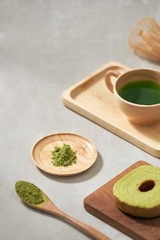 抹茶バウムクーヘン日本のロール ケーキ、限定フォーカス
