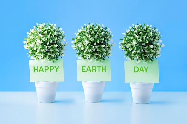 ハッピーアースデイという言葉が書かれた緑色のメモ。コンセプト環境保護。
