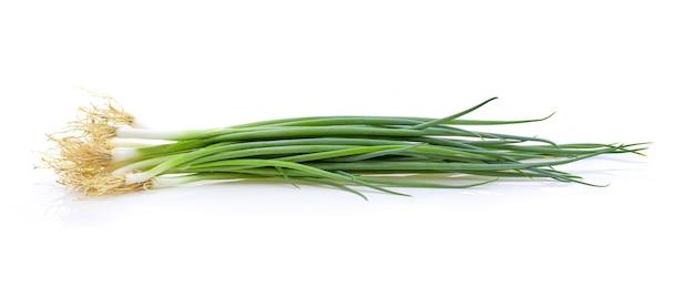 Зеленый лук, изолированные на белом фоне