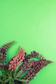 텍스트에 대한 녹색 종이 모형