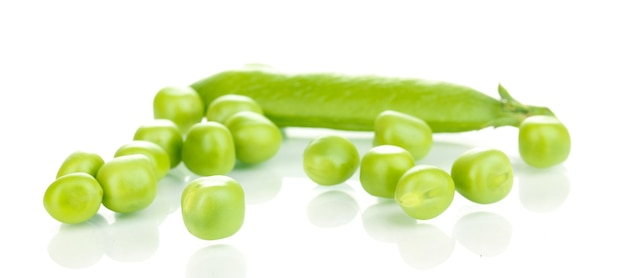 흰색 표면에 고립 된 녹색 완두콩