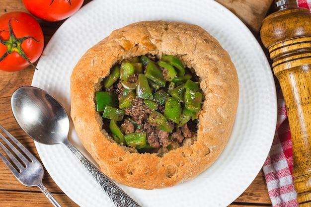Green pepper fried beef bread