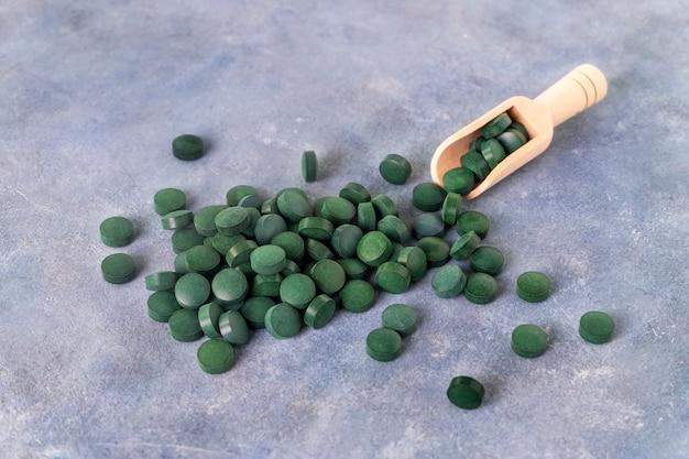 Green pills of spirulina or chlorella