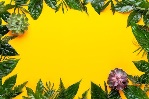 緑の植物は黄色の背景に残します。レトロなヴィンテージスタイル。