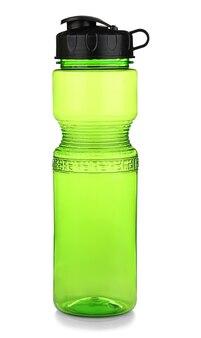 고립 된 녹색 플라스틱 스포츠 병
