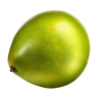 白い背景に分離された緑のザボン柑橘系の果物。クリッピングパス付き。