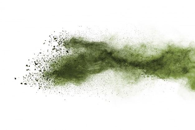 白い背景に分離された緑の粉の爆発