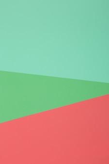 녹색, 빨간색 배경, 색종이는 기하학적으로 영역으로 나눕니다.