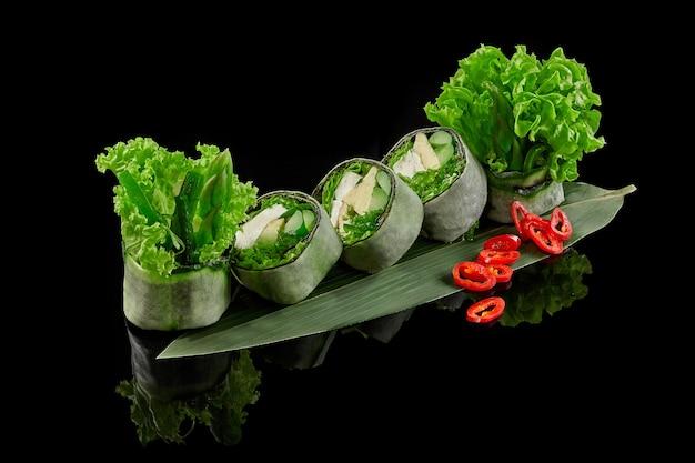 豆腐わかめアスパラガスアボカドきゅうりレタスとマメノリのグリーンロール