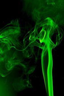 Зеленый дым на черном фоне