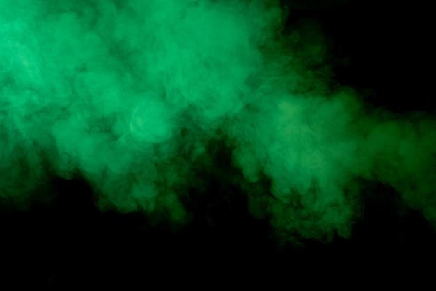 黒に緑の煙